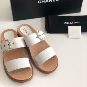 CHANEL sandals in size 10